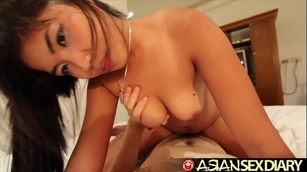 Asian Sex Diary – Horny young cute Asian knows how to ride cock